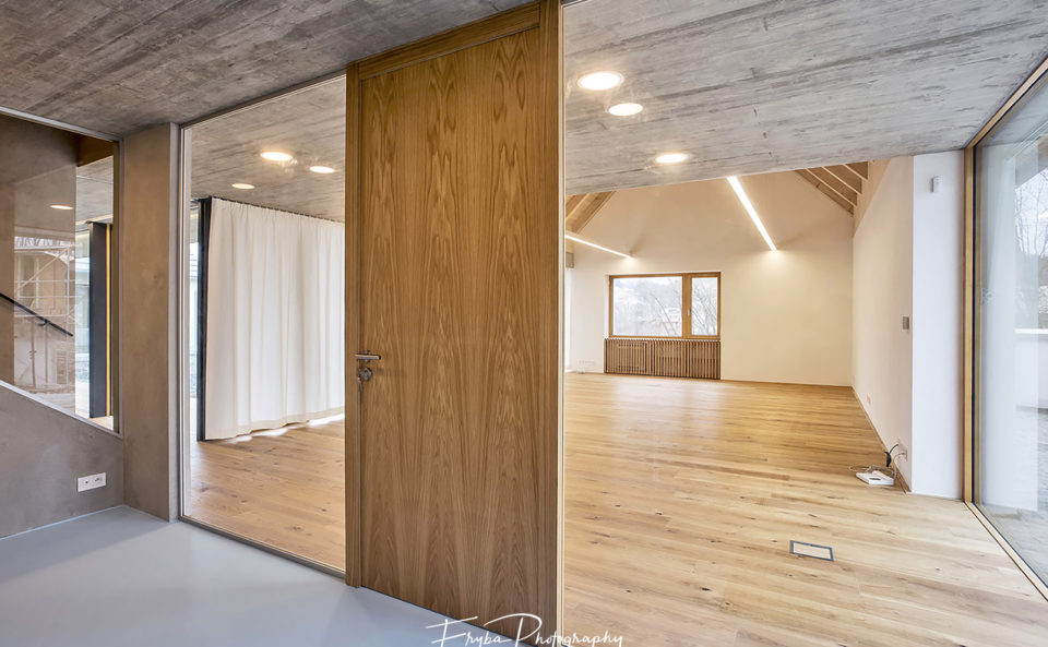 Interior-concrete-wood